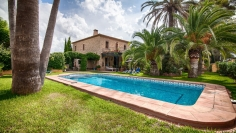 Magnificent authentic finca with outbuildings and tenniscourt on huge private plot