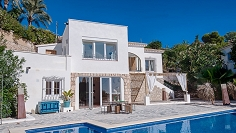 Lovely and fully renovated 'Ibiza style' villa with sea view in sought after location