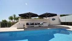 Mooie moderne villa met fraai zeezicht