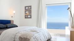 Moderne nieuwe villa met panoramisch zeezicht