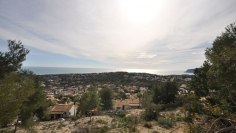 Fantastic south facing plot with sea view in Moraira