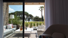 Stunning designer apartment for sale close to the beach and Beauvallon Golf