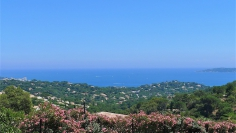 Luxurious villa in private domain with magnificent panoramic views of the Mediterranean and St. Tropez
