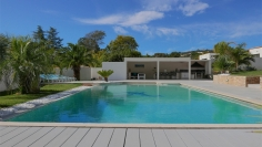 Beautiful contemporary design villa close to the beach