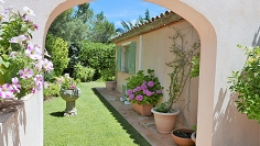 Lovely Provencal villa just 200 m from the sea and walking distance to amenities