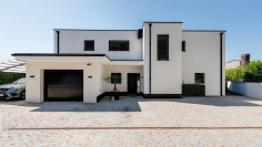 Stunning contemporary and luxurious villa just 50 m from the beach