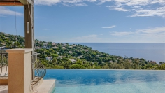 Lovely provencal villa with a bright interior and beautiful sea views