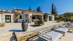 Stunning sea view villa in private domain within walking distance to the beach and golf course