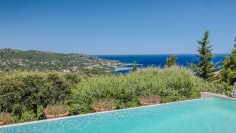 Beautiful sea view villa in private domain close to the beach for very interesting price