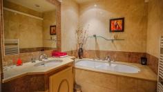 Beautiful villa with stunning double sea views on the Sainte Maxime Golf resort