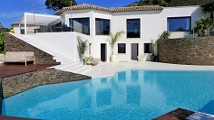 Top quality contemporary villa in private domain with stunning views of St Tropez bay