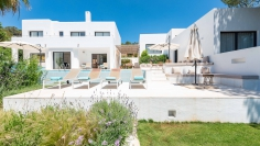 Elegant Ibiza style villa with beautiful sea view and rental license in Vista Alegre