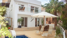 Unique frontline house for sale in Cala Vadella with access to the beach