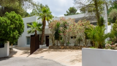 Modern villa with rental license in gated community close to Ibiza town