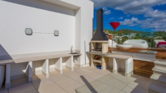 Contemporary penthouse with sea views located at walking distance to Talamanca Beach