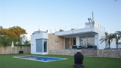 Modern villa close to the sea with touristic license