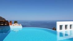 Zeer mooie villa op dominante positie aan zee