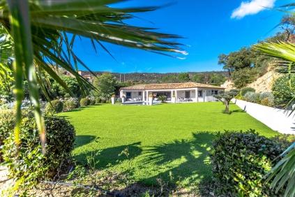 Schitterende luxe moderne villa met veel privacy en prachtig uitzicht