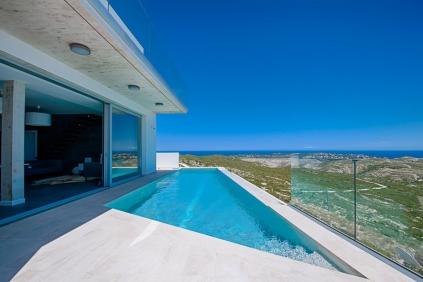 Schitterende moderne villa met spectaculair zeezicht aan de rand van natuurgebied