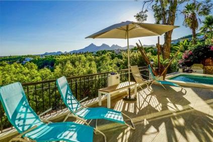 Mooie Ibiza-stijl villa met spectaculair uitzicht in Altea