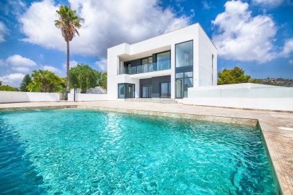 LARGE NEWLY BUILD VILLA CLOSE TO MORAIRA WITH EXCEPTIONAL SEA VIEWS