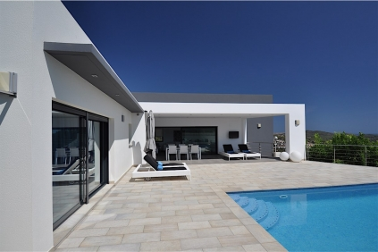 Beautiful modern villa with nice sea views