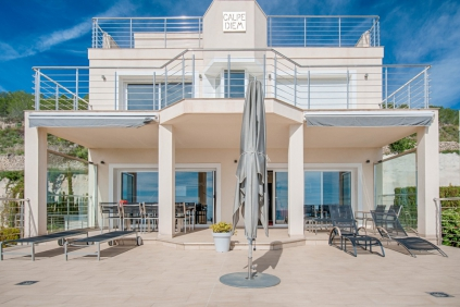 Fantastische moderne villa met spectaculair zeezicht!