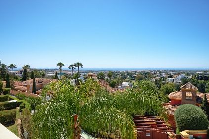 Beautiful and spacious townhouse with stunning sea views for sale in La Quinta Hills
