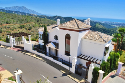 Luxurious sea view villas in beautiful urbanization