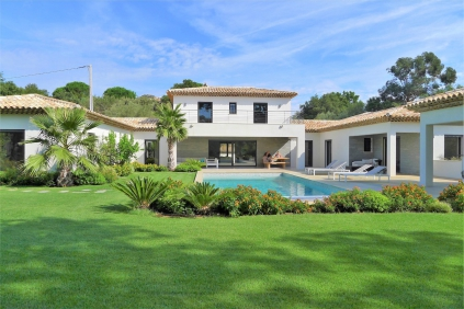 Stunning modern luxury villa close to the village of Plan de la Tour