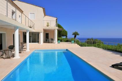 Fantastische moderne villa met panoramisch uitzicht over de baai van St.Tropez