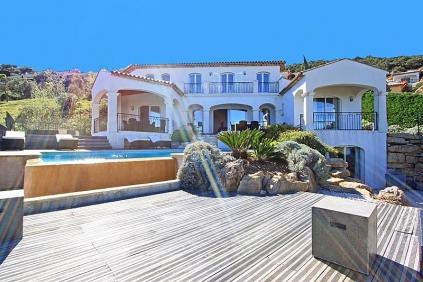 Royale villa op privé domein met prachtig uitzicht op de baai van Saint Tropez
