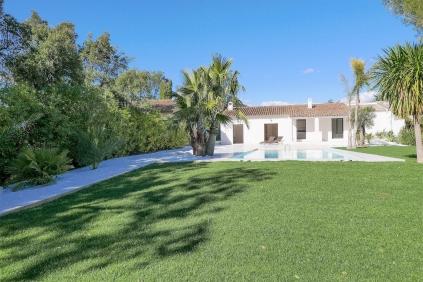 Mooie gerenoveerde villa in Beauvallon dichtbij de golfbaan en op loopafstand van het strand