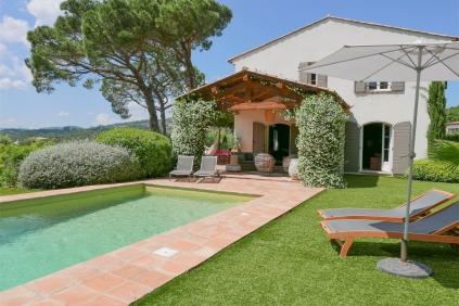 Bijzonder charmante bastide stijl villa van recente bouw op heerlijke locatie