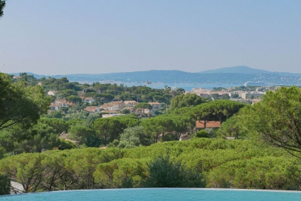 Lovely villa offering beautiful views of the bay of Saint Tropez