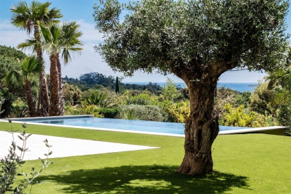 High quality new build villa with lovely views of St Tropez bay