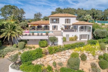 Fantastische modern Provencaalse villa met spectaculair uitzicht op zee!