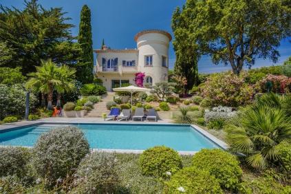 Bijzonder charmante jaren '30 villa op loopafstand van het strand en de Beauvallon golfbaan