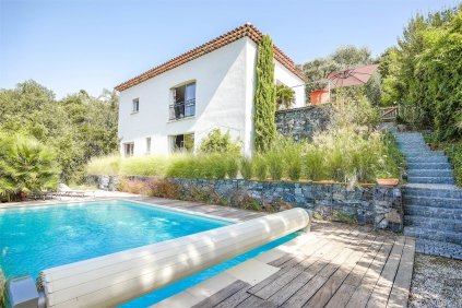 Lovely villa of recent construction with beautiful views and heated pool