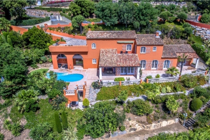 Beautiful and stylish Provencal villa in private domain close to the sea and golf course