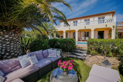 Amazing modern Provencal villa with double sea view close to the beach and golf course