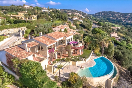 Beautiful villa with stunning double sea views on the Sainte Maxime Golf resort