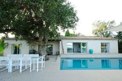 Luxueuze moderne zeezicht villa met apart gastenverblijf in veilig privé domein