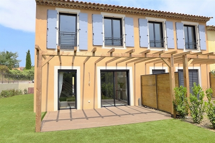 Beautiful semi-detached villa in the heart of the village of Plan de la Tour