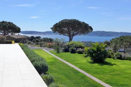 Schitterende kwaliteits villa in veilig domein met panoramisch uitzicht op de golf van Saint Tropez