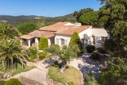 Lovely Provencal villa with sea view full of charm and modern comfort