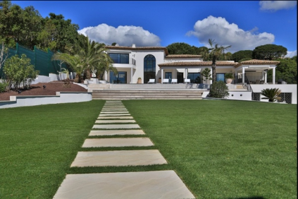 Exceptional modern villa with panoramic sea view