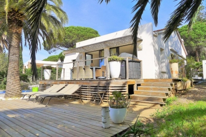 Modern and bright house close to the beach