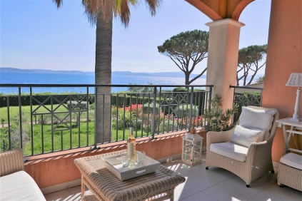 RARE: Fabulous seafront apartment in Sainte Maxime