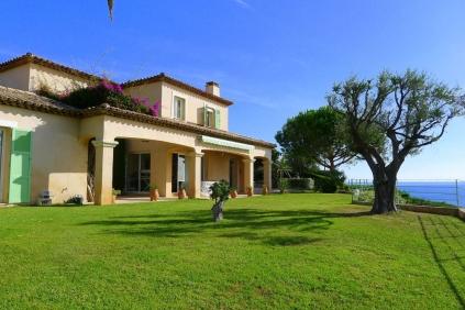 Topkwaliteit villa met spectaculair zeezicht